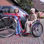 rolstoel achter fiets